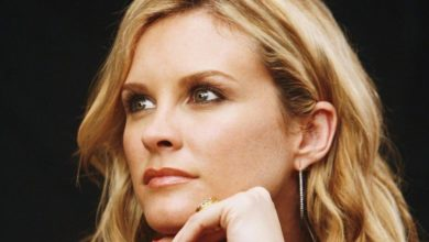 Photo of Bonnie Somerville Net Worth 2020, Career, Personal Life