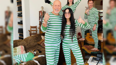 Photo of Demi Moore and Bruce Willis with Kids in Hilarious Outfits
