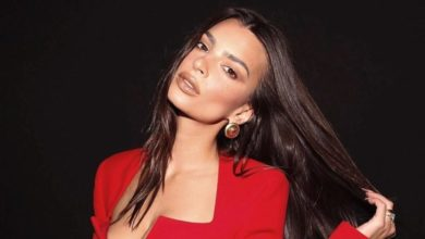 Photo of Emily Ratajkowski Looks Sizzling in a Topless Snap